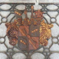 Wappen vor der Restaurierung